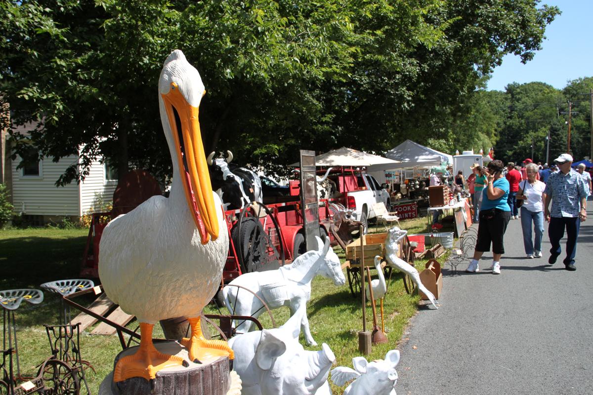 Yard art Pelican